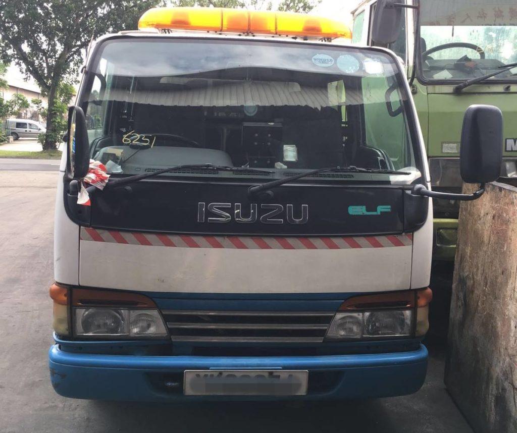 2000 ISUZU NHR69EW