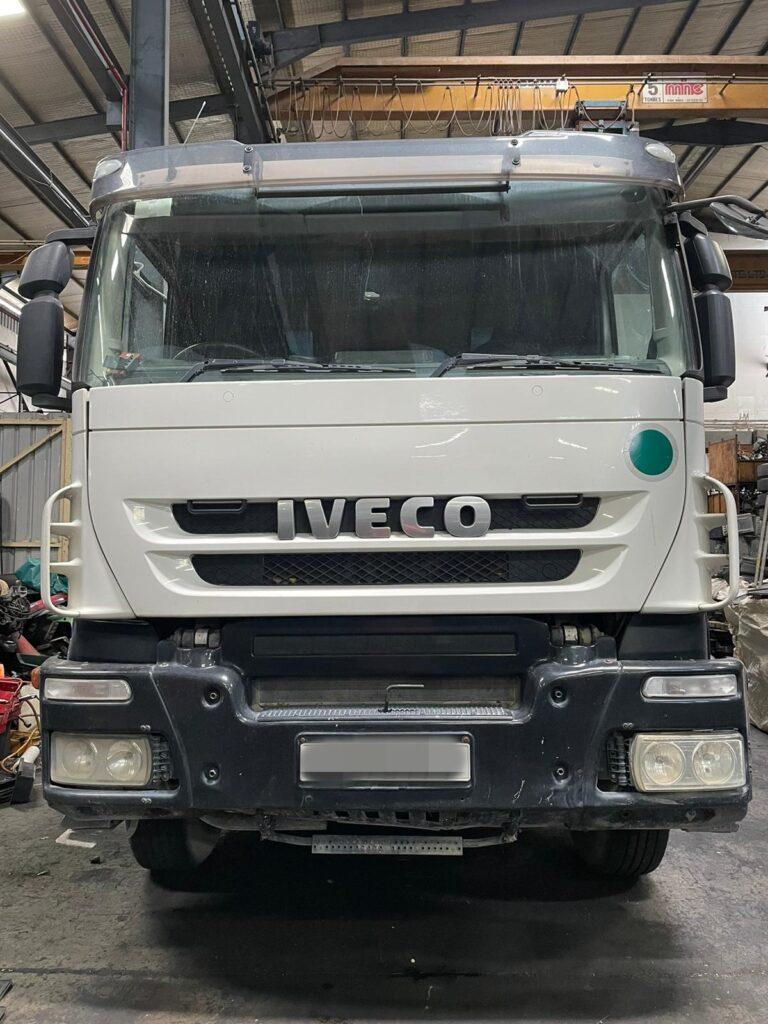 IVECO TRAKKER AUTO AT260T41